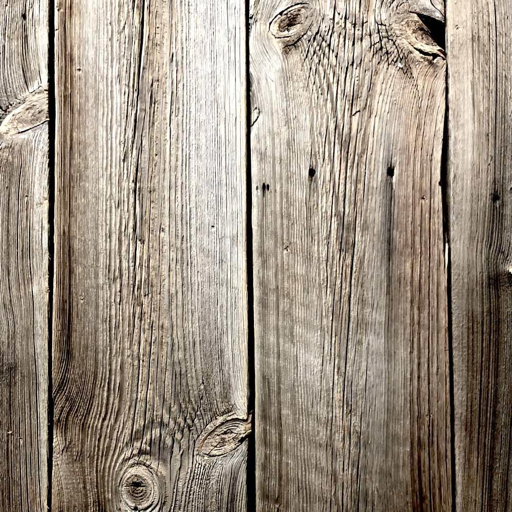 Vieux bois de récupération et produits en bois ancien