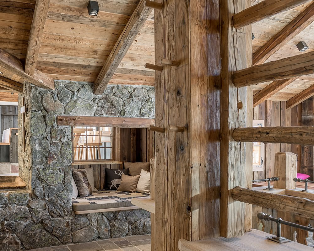 Old beams sale of old oak beans and old pine beams - Poutre en chene ...