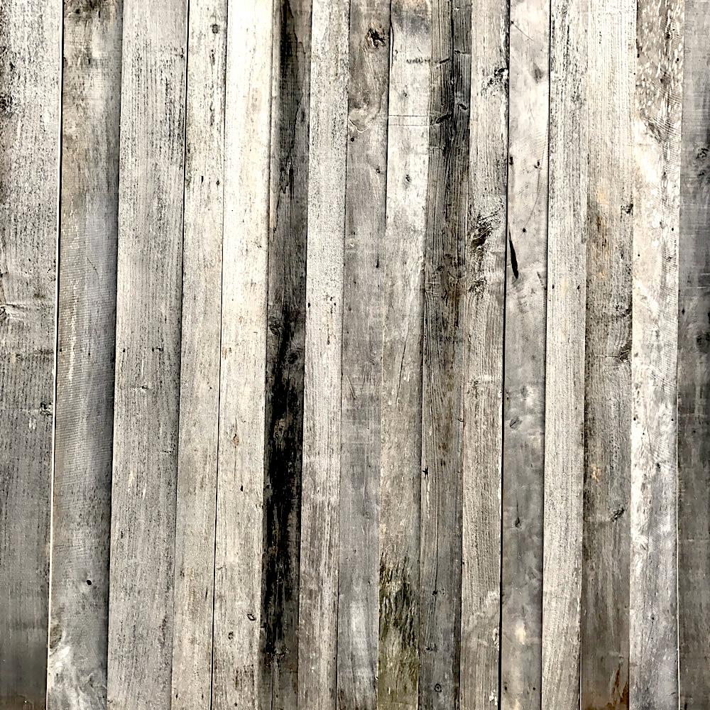 Cherchez vieux bois gris ou bardage bois ancien