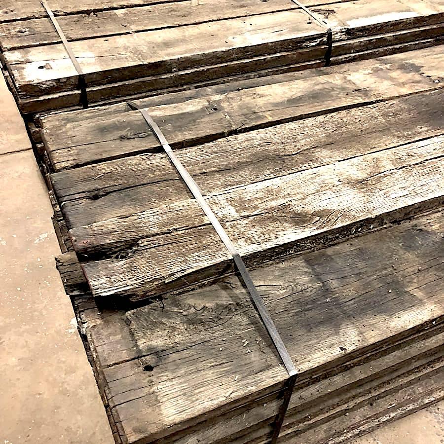 stock de planches en fond de wagon. Black Bedroom Furniture Sets. Home Design Ideas