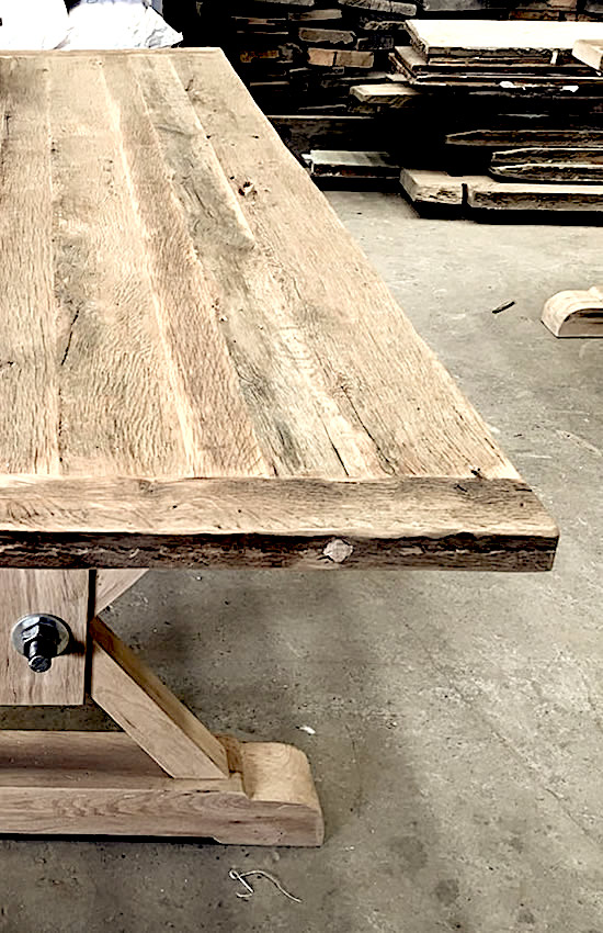 Plateaux et tables en vieux bois de grange