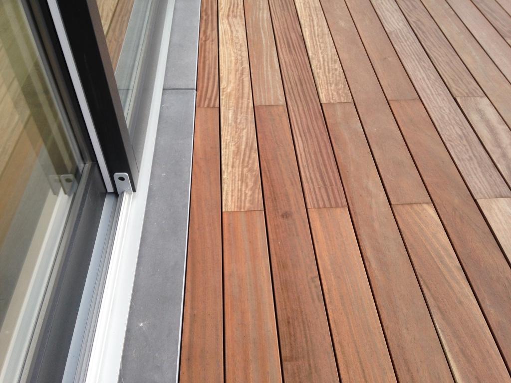 comment r aliser une terrasse en bois exotique. Black Bedroom Furniture Sets. Home Design Ideas